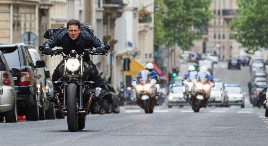 イーサン・ハントバイクで疾走