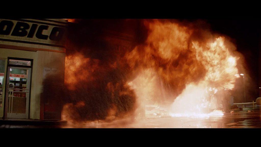 クリスティーン爆発炎上